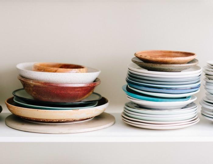 Стек тарелок